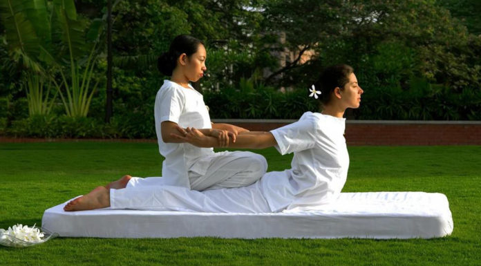 massaggio thailandese come viene praticato benefici e precauzioni