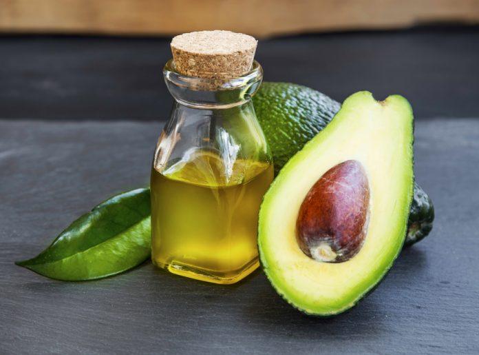 Olio di Avocado: che cos'è, proprietà, utilizzi e dove trovarlo