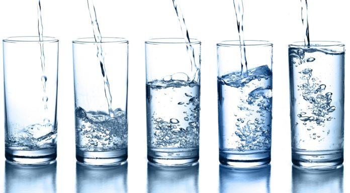 Dieta dell'acqua: come funziona, quanti chili si perdono e menu di esempio
