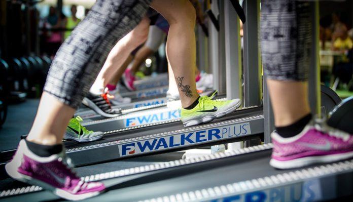 Walking in palestra: che cos'è, benefici, quante calorie si perdono e controindicazioni