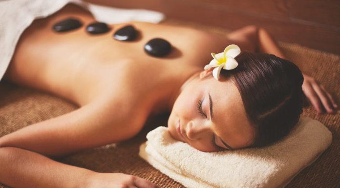 Massaggio Olistico Hot Stone: che cos'è, come viene praticato, benefici e precauzioni
