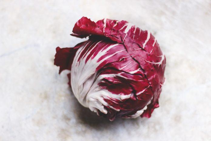 Radicchio: che cos'è, proprietà, benefici, valori nutrizionali e utilizzi in cucina