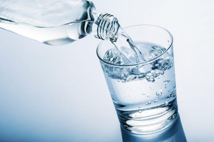 Acqua Minerale: gli Italiani consumano più acqua gassata che liscia