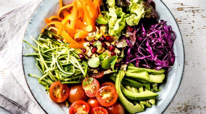 Dieta Crudista: che cos'è, come funziona, cosa mangiare e menù di esempio