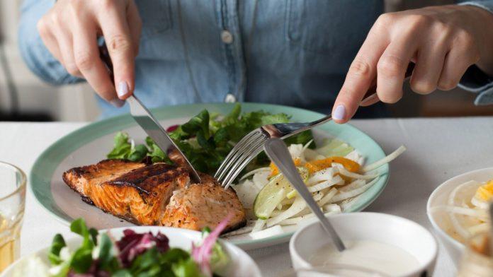 Dieta Sclerosi Multipla: che cos'è, a cosa serve, come funziona e cosa mangiare