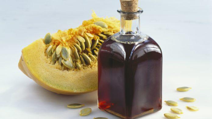 Olio di Semi di Zucca: che cos'è, proprietà, come utilizzarlo e controindicazioni