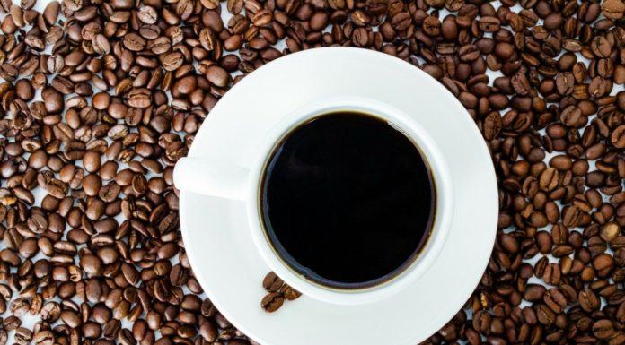 Caffè decaffeinato: che cos'è, proprietà, valori nutrizionali e controindicazioni