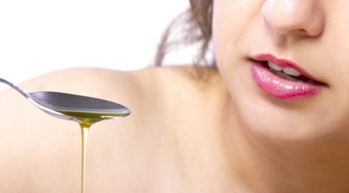 Oil Pulling: che cos'è, a cosa serve, benefici, come si effettua e controindicazioni