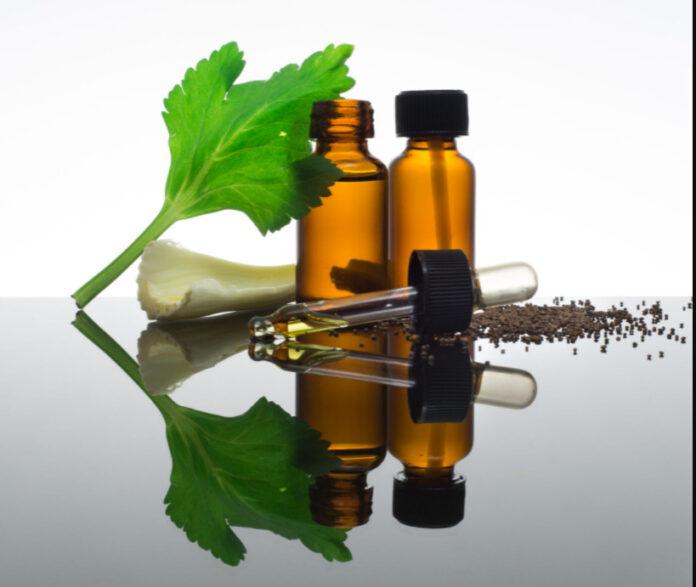 Olio essenziale di Sedano: che cos'è, proprietà, utilizzi e controindicazioni