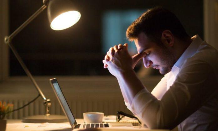 Spossatezza: che cos'è, sintomi, cause e possibili cure
