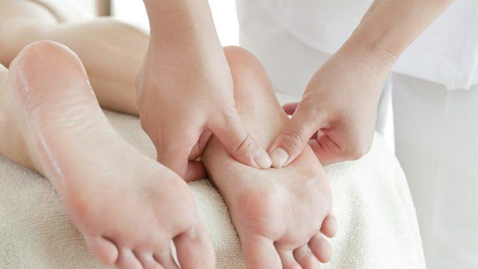 Massaggio ai Piedi: che cos'è, benefici, tipologie, come viene praticato e controindicazioni