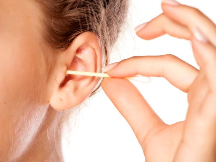 Acqua nelle orecchie: che cos'è, cause, sintomi e possibili cure