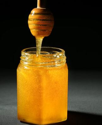 Miele di Sulla: che cos'è, proprietà, valori nutrizionali, utilizzi e controindicazioni