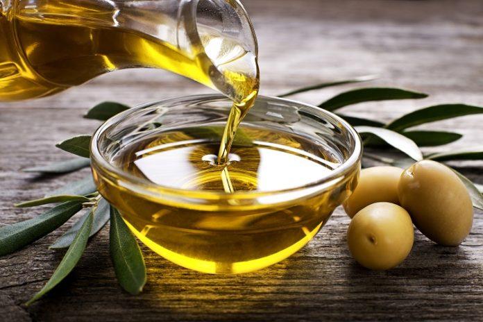 Assumere olio di oliva fa bene alla salute: ecco i benefici che apporta