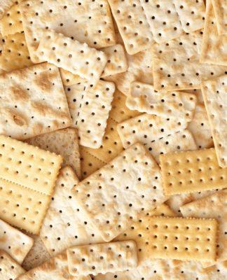 Crackers: cosa sono, proprietà, valori nutrizionali e tipologie