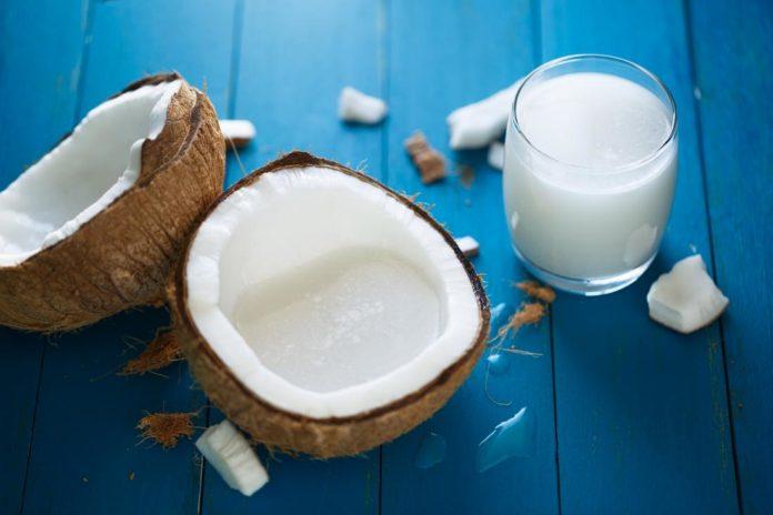 Latte di Cocco: che cos'è, proprietà, benefici e controindicazioni