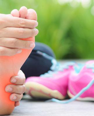 Dolore alla pianta del piede: che cos'è, cause, sintomi, diagnosi e possibili cure