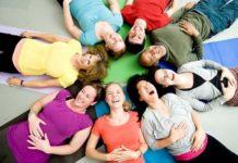 Yoga della Risata: che cos'è, come funziona, come si effettua e benefici