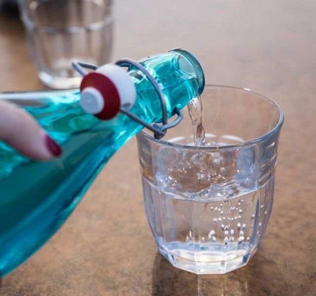 Acqua Alcalina: che cos'è, a cosa serve, meccanismo alcanizzante e controindicazioni