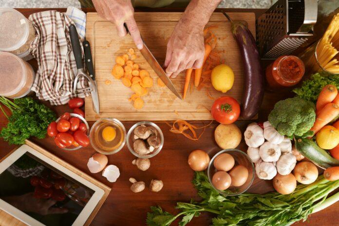Dieta Iposodica: che cos'è, come funziona, cosa mangiare e menu esempio