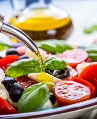 Dieta Mediterranea: che cos'è, come funziona, cosa mangiare, menù di esempio e controindicazioni